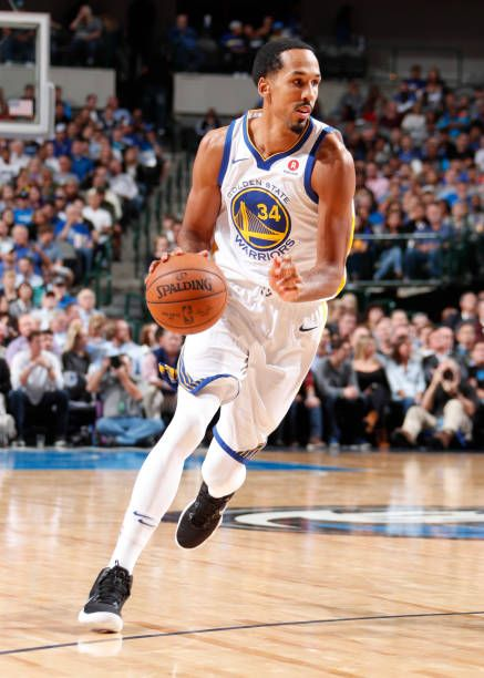 Shaun Livingston of the Golden State Warriors handles the ball against the Dallas Mavericks on October 23 2017 at the American Airlines Center in...