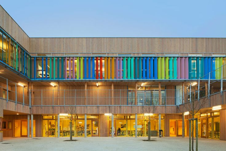r2k architectes: groupe scolaire pasteur, france. Colouful facade and open-air walkways.