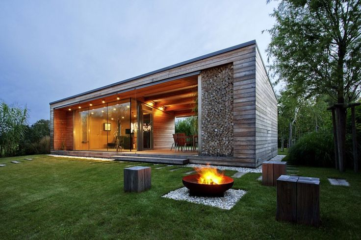 Holiday Cottage is a private home located in Kapuvár, Hungary. It was designed in 2013 by Tóth Project Architect Office.