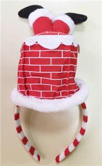 Bacadan giren Noel Baba Taç