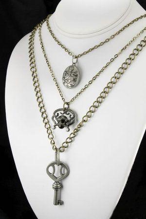 Alice Cullen, necklace in The Twilight Saga Breaking Dawn - Part I.