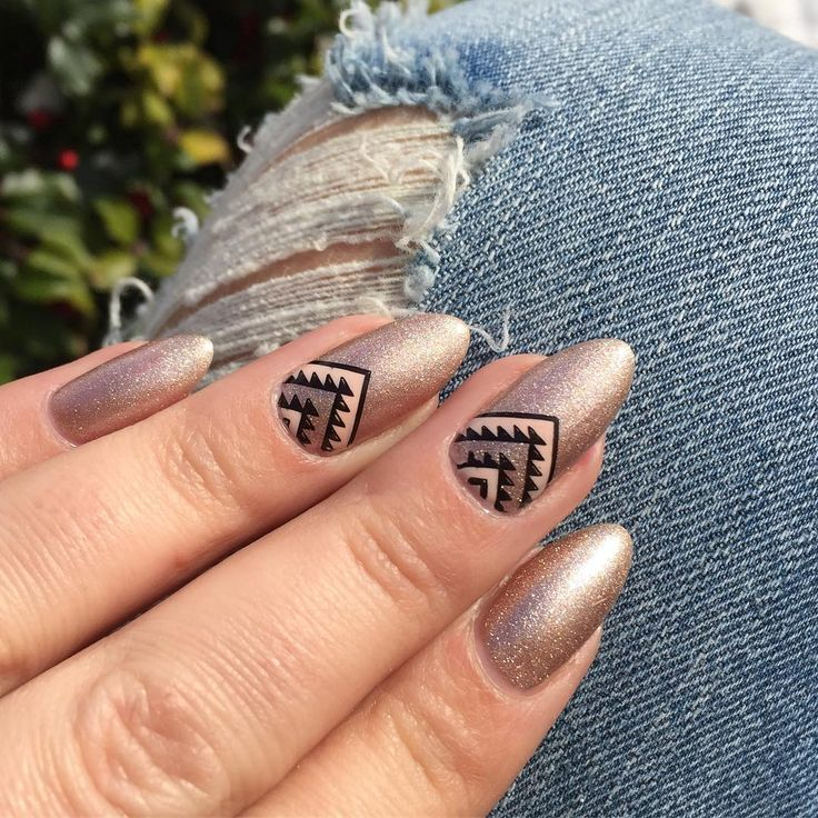 This is @gelish_official Oh What a Knight in sunlight. It sparkles so beautifully! It is quite tricky to capture accurately. Stamped using @bornprettystore