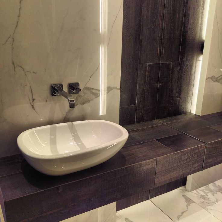 Na piątek bardzo elegancki aranż w klasycznych kolorach. Jak Wam się podoba? :) #HOFF #biel #czerń #black #white #classic #klasyka #klasycznie #salonhoff #kraków #ilovehoff #łazienka #łazienki #design #wystrojwnetrz #bathroom #bathroomdesign #ceramika #inspiracja #umywalka #bateria #pomysł #wyposażeniewnętrz #płytki #tiles #wnętrze #łazienka #bathroom #interior #design #bathroomdesign