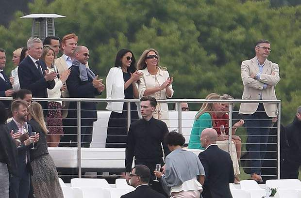 Supporters de choix pour le prince HarryMeghan Markle watches Prince Harry playing in the annual Audi Challenge tournament at Coworth Park in Berkshire, UK on the 6th May 2017. Photo: Tom Buchanan/SilverHub 0208 004 5359 Sales@silverhubmedia.com//SILVERHUBMEDIA_SILVERHUB1149017/Credit:Tom Buchanan/SilverHub/SIPA/1705071153