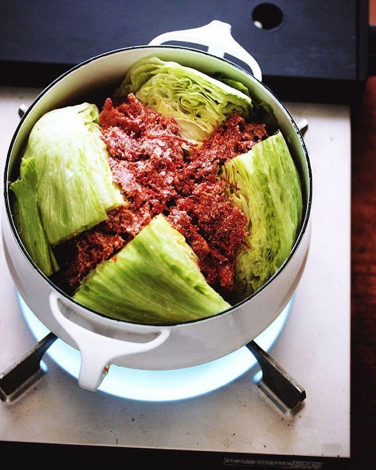 嘘みたいに簡単!まるごとキャベツ鍋がありえないほど美味しい! | おうちごはん