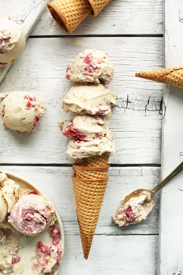 Raspberry Ripple Coconut Ice Cream #vegan #coconut #icecream