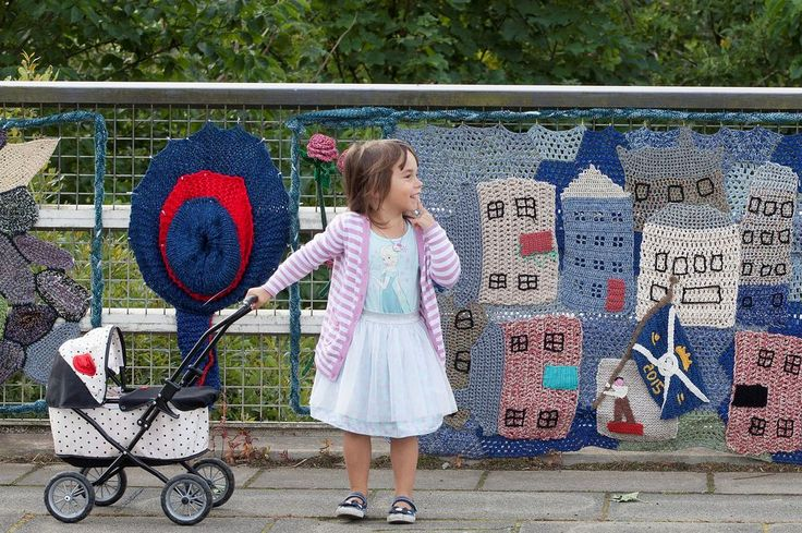 104-year-old guerilla knitter Grace Brett may be world's oldest street artist - yarn bombing Scotland