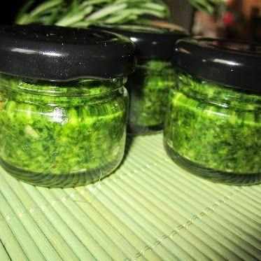 Knoblauch-Kräuter-Paste      Eignet sich mit Olivenöl verdünnt als Marinade für Lammfleisch, für mediterrane Braten, Rouladen und als Würze...