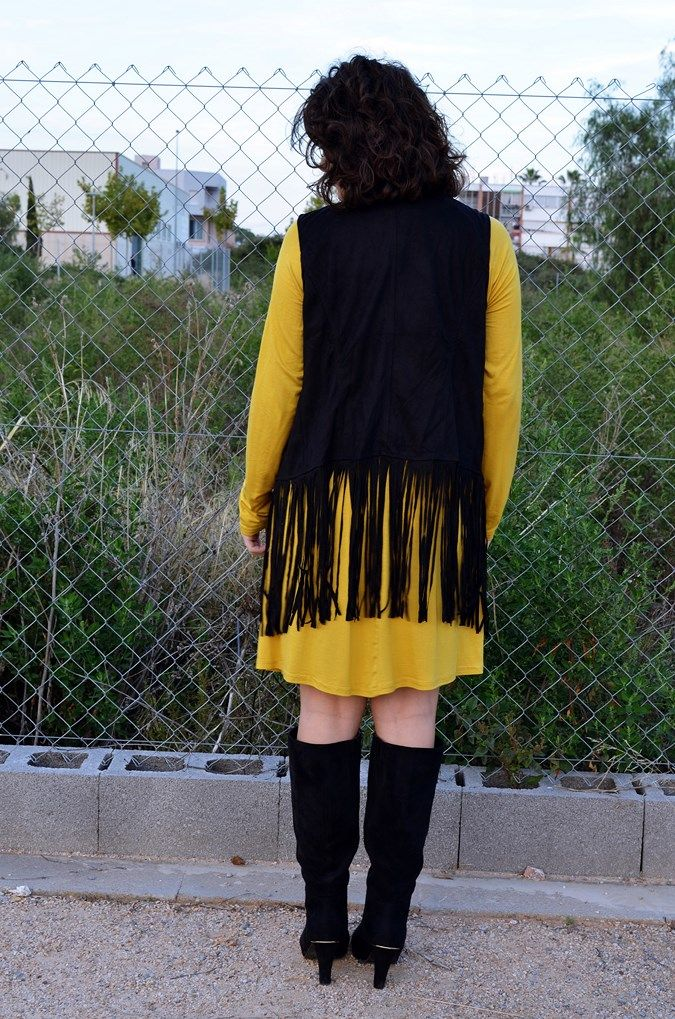 Mustard & Fringed vest - Mi Vestido Azul |Fashion and Lifestyle Blog | Spanish bloggerMi Vestido Azul |Fashion and Lifestyle Blog | Spanish blogger
