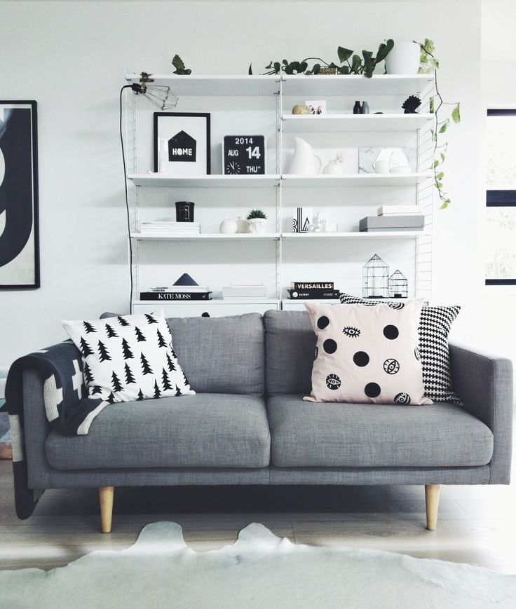 i'm seriously IN LOVE with this entire setup. the couch, the bold but simple pillows and especially the shelving behind. swooon