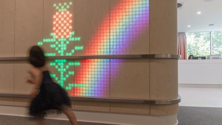 Galería de Madera translúcida e instalación de luz ilumina un Hospital de Niños en Australia - 14