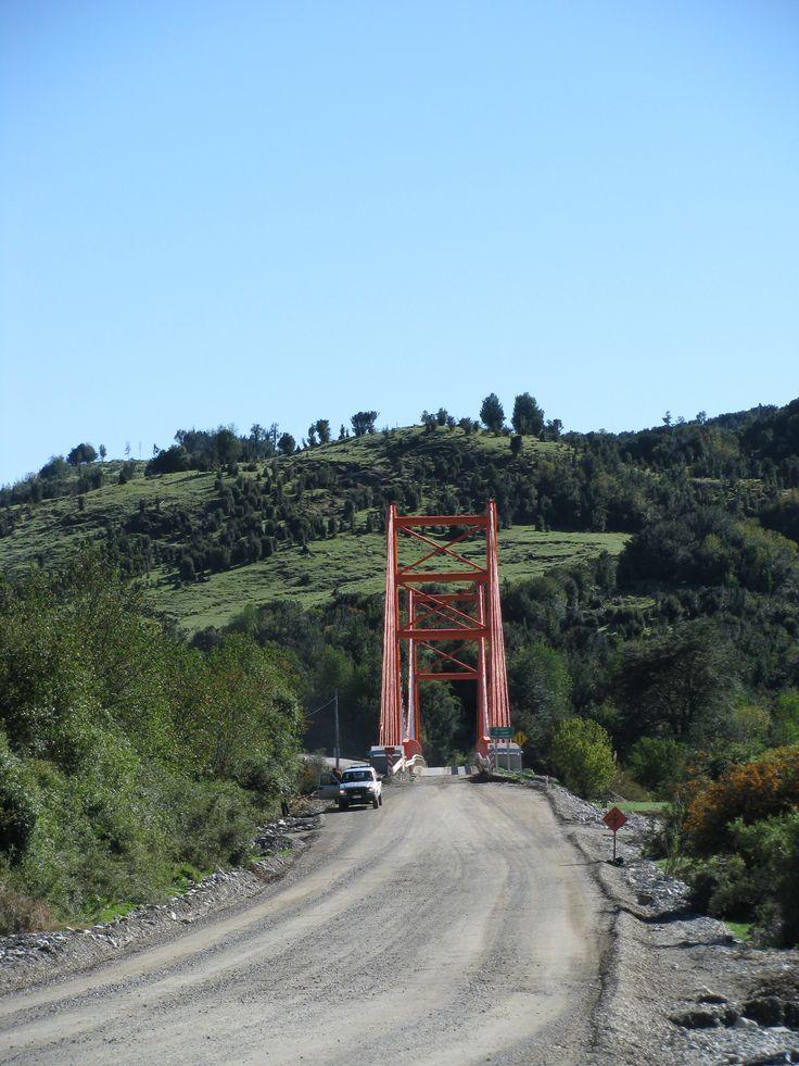 Una puente cerca de La Junta. // A bridge near La Junta, Aysén. (XI Región)