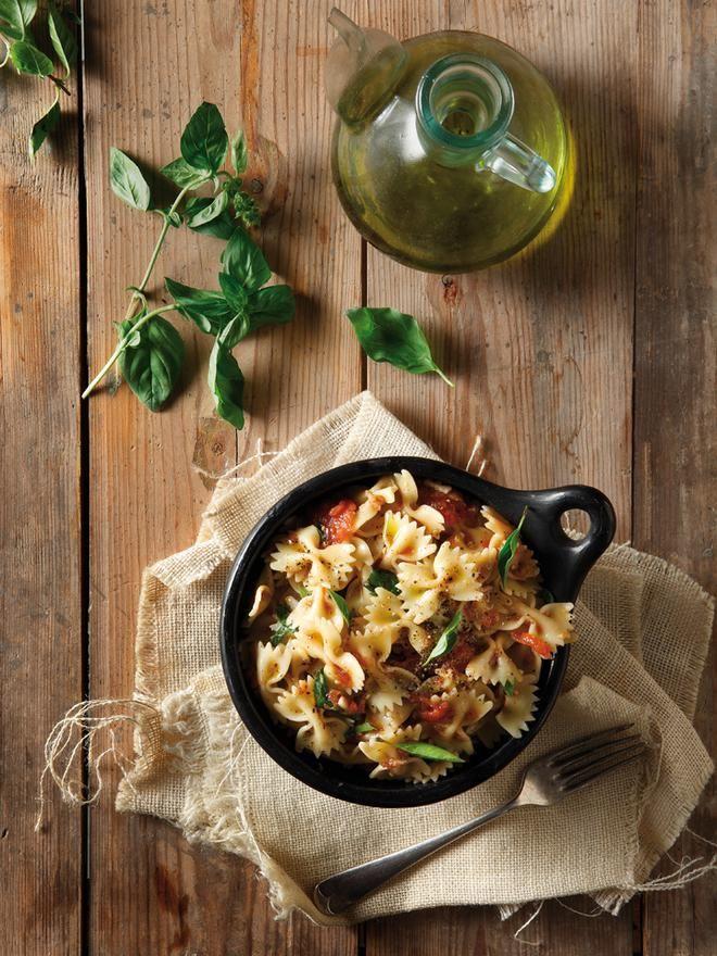 Φαρφάλες+με+σκόρδο+και+βινεγκρέτ+φρέσκιας+ντομάτας