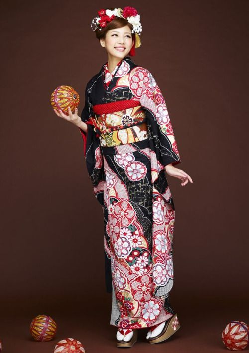 Hulisode. hulisode: long sleeved formal kimono, single women only Furisode & temari balls!