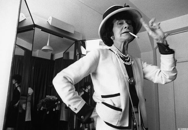 """""""Para ser irremplazable, uno siempre deber ser diferente"""". Coco Chanel  #mujeresmagicas #mujeresconhistoria"""