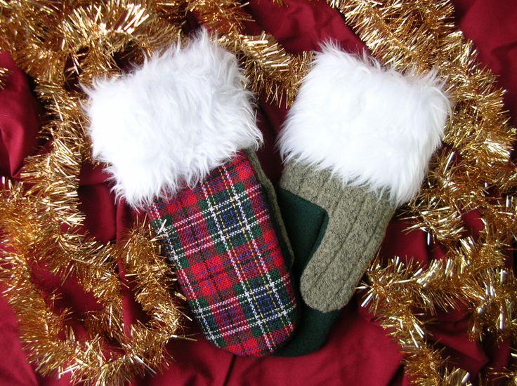 Mitaine de laine, laine verte, tartan écossais, tissu de Noël, mitaine pour Noël, cadeau pour elle, matériaux recyclés, mitaines pour Noël de la boutique CroqueMitaines sur Etsy