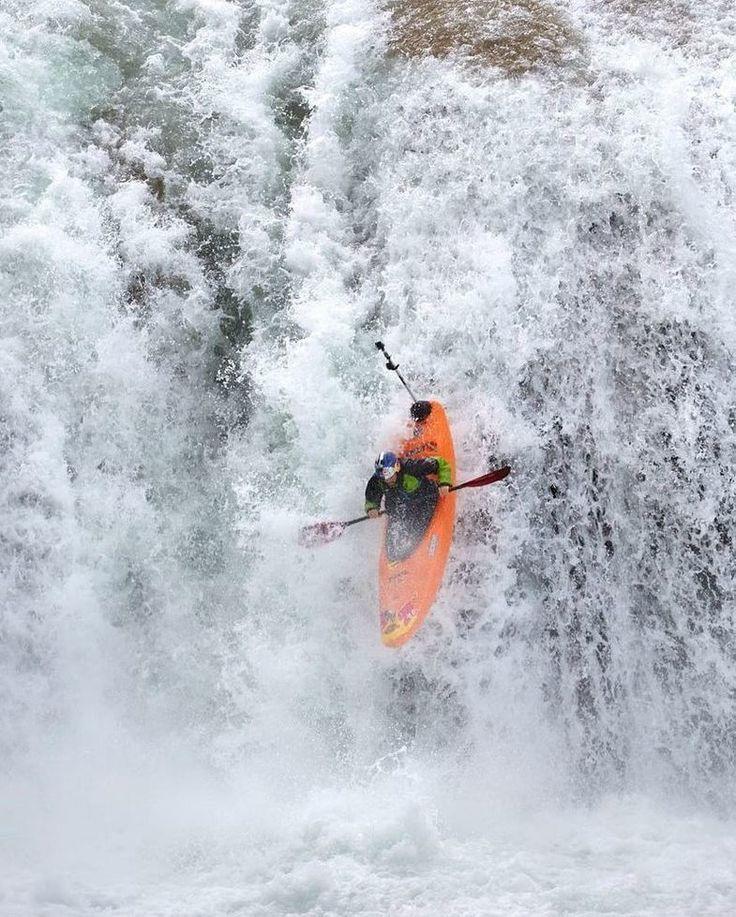 Esos vértigos que te hacen sentir vida ---------------- Activando adrenalina activando felicidad ---------------- Fot.: Red Bull / AMartínez / Rafael ortiz #aguaazul #chiapas #mexico #kayak #agua #water #rio #river #cascada #waterfall #extreme #extremo #deporte #sport #aventura #adventure #kayaking