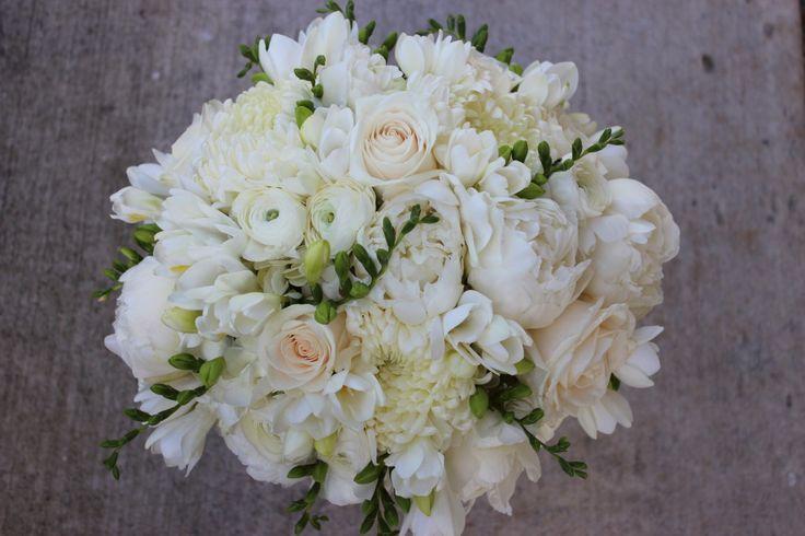 sophisticated floral designs portland oregon white ivory wedding flowers bouquet peonies. Black Bedroom Furniture Sets. Home Design Ideas