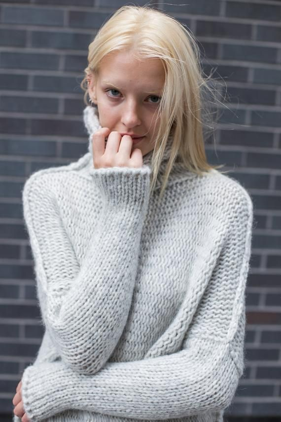 Oversized Handmade Chunky knit Alpaca woman sweater.  c1131e305
