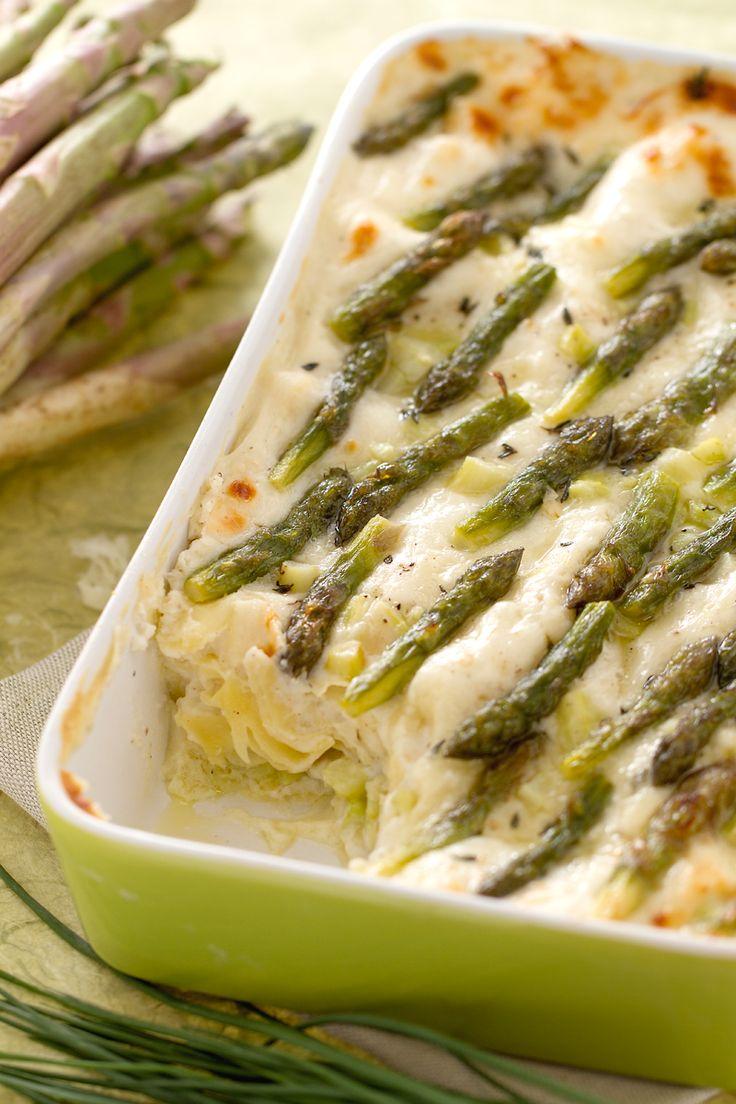 La #stagione degli #asparagi è arrivata. Ecco la nostra #lasagna che li vede protagonisti insieme alla #raspadura! (raspadura #cheese and #asparagus lasagna) #Giallozafferano #lasagne #recipe #ricetta #season