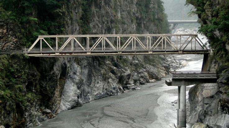 bridge Taroko tunnel is where the holiday