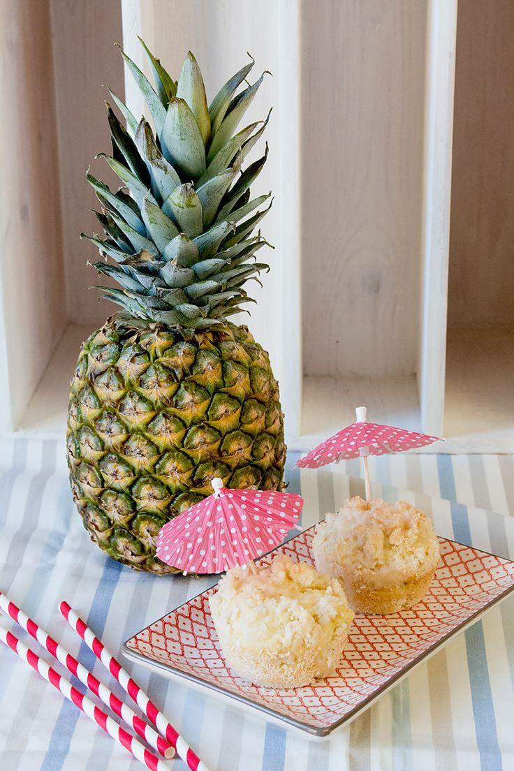 Pina Colada Muffins - weil man Cocktails ruhig auch mal anders genießen kann! Das perfekte Rezept für einen Mädelsabend im Sommer!   orangenmond.at