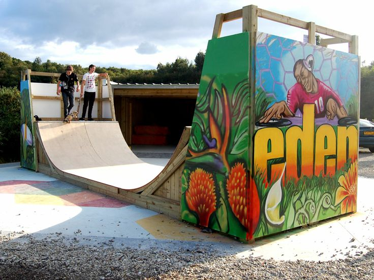 Graffiti workshop with a group of kids at Xpress10 #Eden Prject