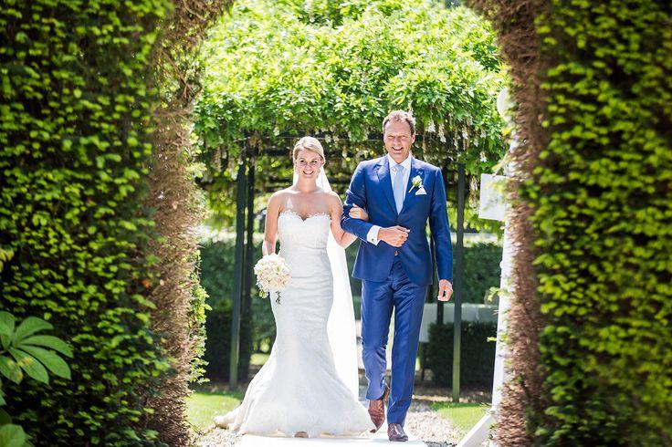 Bruidsfotografie Kasteel Maurick in Vught. Trouwen en bruiloft door Bruidsfotograaf Dario Endara