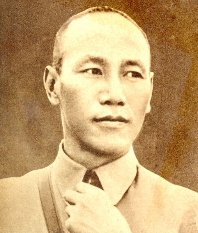 old fashioned, representing the elite class of China, a young man, Chiang Kai-shek, starts his career finally in the military (not at the beginning )