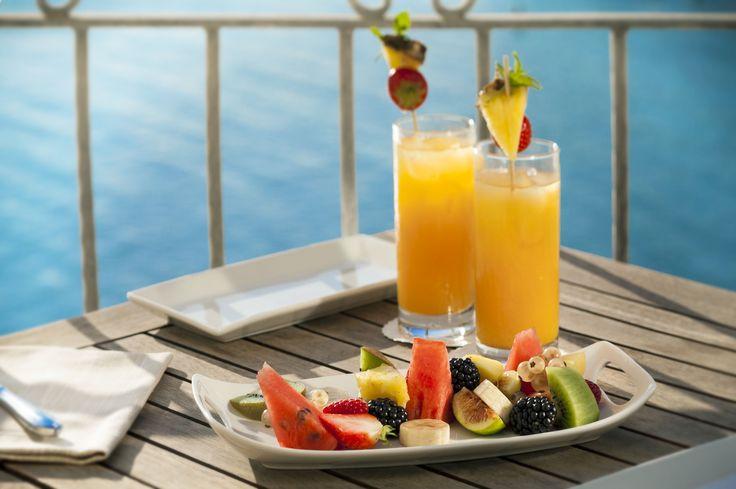 Drink sui balconcini della Suite Cala Moresca