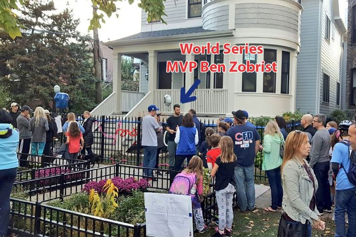 Ben Zobrist signed autographs in front of his house the day after the Cubs World Series win - http://www.truesportsfan.com/ben-zobrist-signed-autographs-in-front-of-his-house-the-day-after-the-cubs-world-series-win/