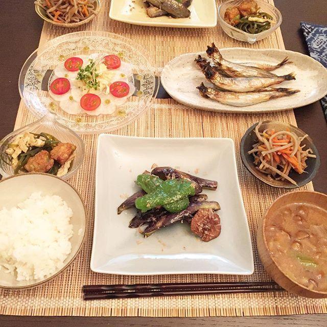 yoko_twinkle_pf2016.02.17 本日の夕食 #ナスの揚げ浸し #ししゃも #きんぴらごぼう #なめこのお味噌汁 #かぶの前菜 . 和食食べるの?と妹夫婦に言われたので和食。 そういうわけではないけれど、和食だって食べます。和食大好き。ごはん、お味噌汁、煮物、焼鮭、唐揚げ、トンカツだいすきです。 . #夕飯 #夕食 #晩ごはん #ごはん #おうちごはん #和食 #きんぴら #なす #かぶ #前菜 #焼魚 #お味噌汁 #dinner #delistagrammer #japan #japanesefood #foodpics #instafood #kurashiru #cocking #misosoup #begetables #fish #nasu #sake