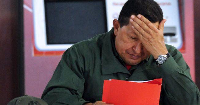 """A 17 días de que se informara oficialmente que el presidente de Venezuela, Hugo Chávez, fue operado de urgencia en La Habana debido a un """"absceso pélvico"""" (acumulación de pus en la zona baja del abdomen), hay quienes han empezado a sospechar que, en realidad, el mandatario sufre cáncer de próstata."""
