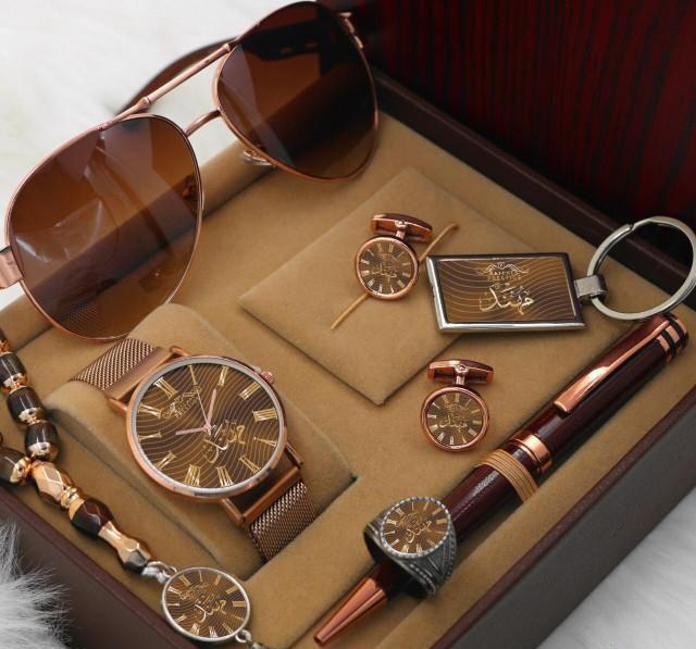 افخم هدايا العيد بالاسماء رجالية ونسائي Gold Watch Gold Accessories