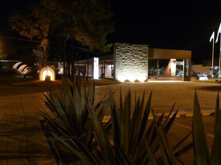 Vistas del MusEUM de noche.