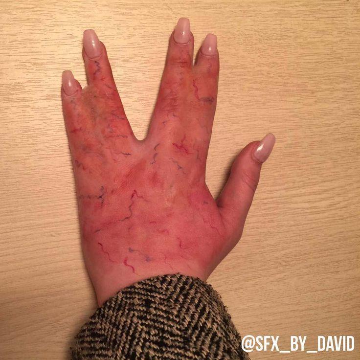 """Der 23-jährige Davidliebt alles was mit Blut und Wunden zu tun hat. Auf seinem Instagram-Account postet erunter dem Namen """"SFX…"""