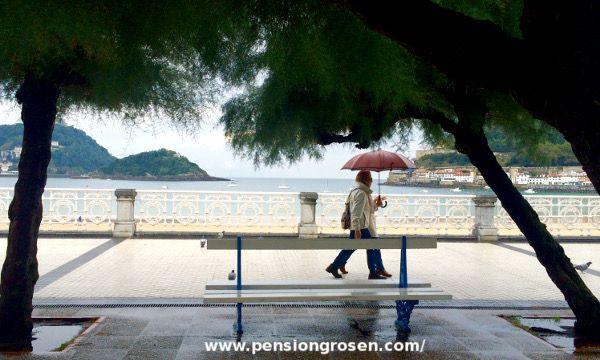 Para días lluviosos como hoy en #SanSebastián, en Pensión #GROSEN tenemos #paraguas para nuestros clientes. http://www.pensiongrosen.com/
