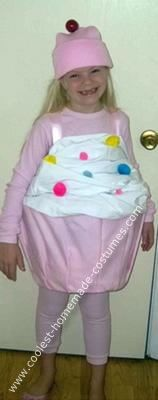 Homemade Cupcake Halloween Costume: I was at a loss as to what to make for my daughter's costume once the tea cup costume didn't work out as we had planned. We decided on the Homemade Cupcake