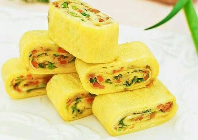 Korean Egg Roll Recipe -  Yummy this dish is very delicous. Let's make Korean Egg Roll in your home!