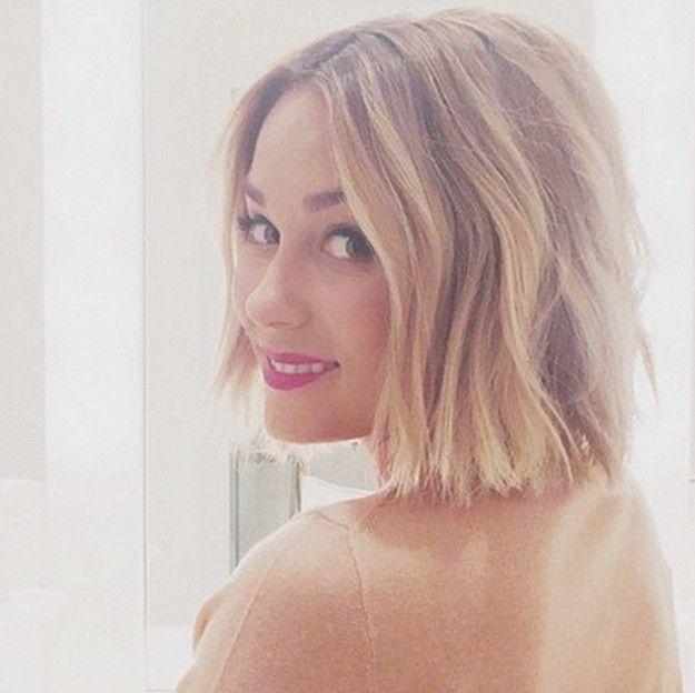estilo de pelo bob en capas entrecortadas para el color medio pelo hasta los hombros