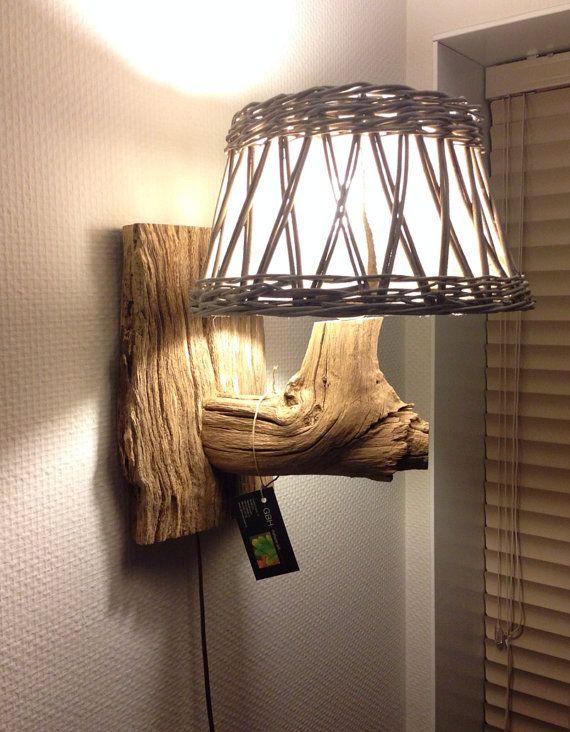 Unieke !!!!! Wandlamp met rieten kap gemonteerd op oude holle boomstam, Heel Natuurlijk 11111 door GBHnatureart, €105.00 voor meer info zie de webshop van gbhnatureart.