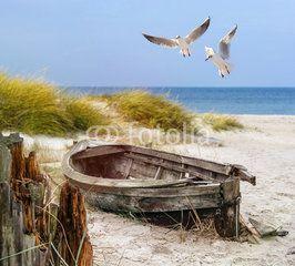 Foto: altes Fischerboot, Möwen, Strand und Meer