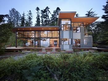 Water's edge – home by architect Nils Finne