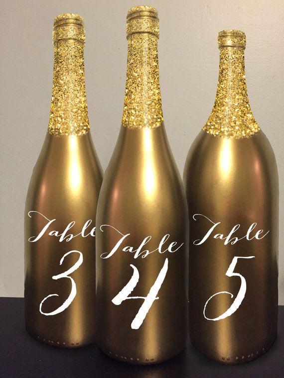 Tableau numéro vin bouteille or paillettes par GetHappyDesign