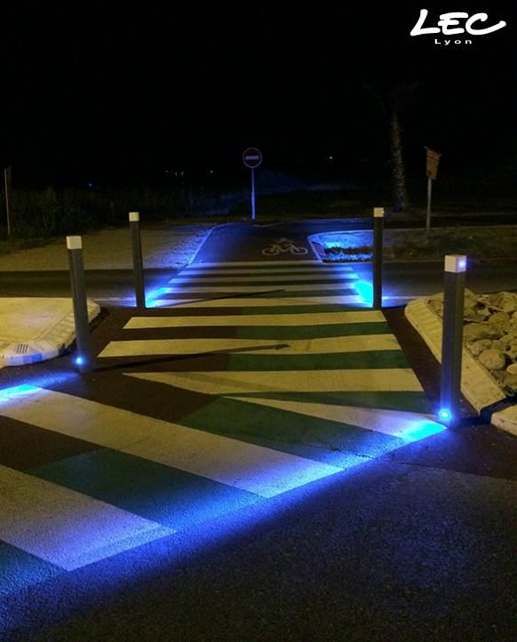 Interesting #lighting for a #pedestrian crossing - Passage piétons, Saint Cyprien, France