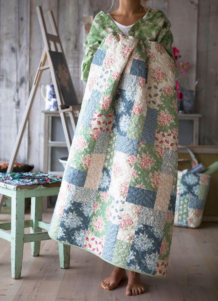 The Painting Flowers Quilt | Tildas World