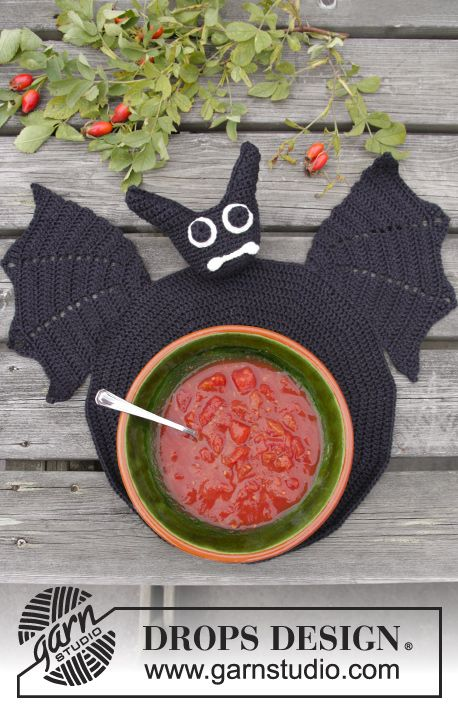 Have a scary #Halloween dinner with these bat placemats! #crochet Free pattern online from #Garnstudio