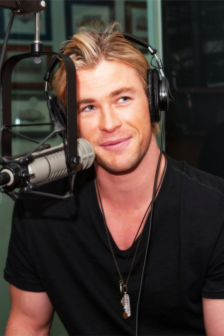 Your voice of ángel! | Chris hemsworth, Chris hemsworth ...