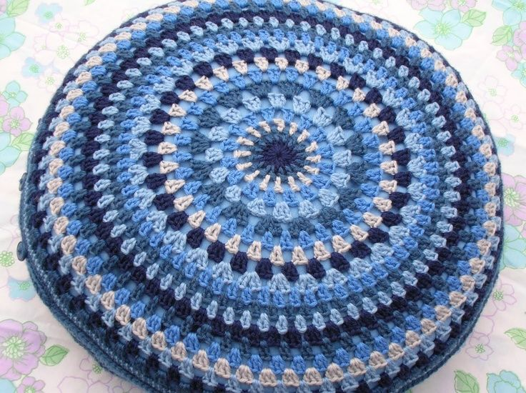 Knitting Pattern Round Cushion Cover : 249 best images about ??Crochet?? pillow on Pinterest Crochet flowers, Form...