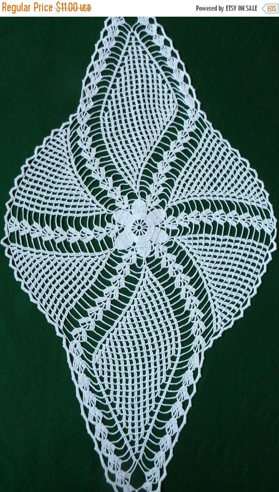 VENTE de Pâques 30 % blanc Vintage crocheté chemin Crochet